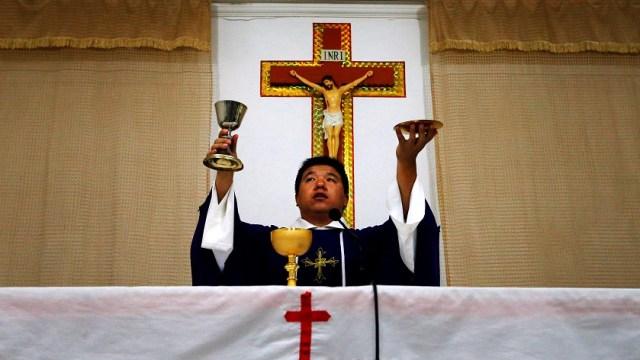 Vaticano y China firman acuerdo de nombramiento de obispos