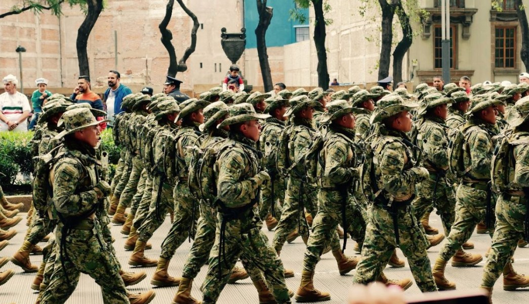 Fuerzas Armadas desfilan por el 208 aniversario de la Independencia