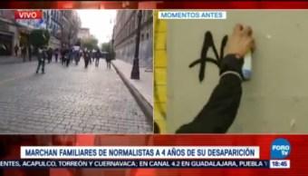 Embozados Hacen Pintas Inmuebles Durante Marcha Ayotzinapa
