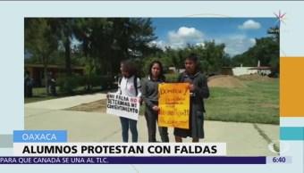 Estudiantes de Bachilleres protestan con falda contra acoso