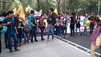 Marcha estudiantil avanza sobre Reforma en orden y silencio