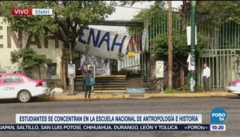 Estudiantes se concentran en la ENAH previo a marcha