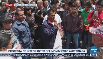 Familiares de los normalistas desaparecidos participan