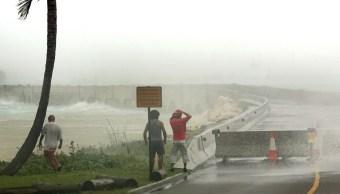 Huracán Florence: Pared del ojo empieza a tocar tierra en costa de Carolina del Norte
