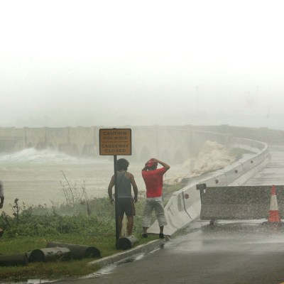 Florence: Pared del ojo del huracán empieza a tocar tierra en costa de Carolina del Norte