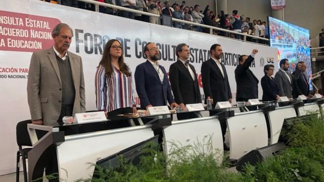 Recuerdan a los 43 de Ayotzinapa en Foro de Consulta Educativa, en Jalisco