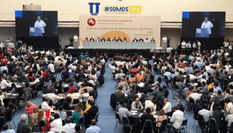 Monterrey celebra Foro de Educación, abuchean a 'El Bronco'