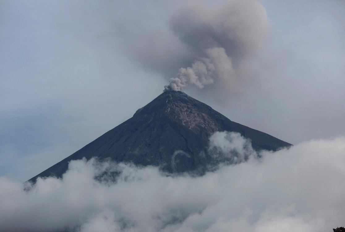 Volcán de Fuego de Guatemala registra 26 explosiones este domingo