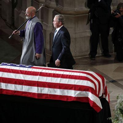 Bush destaca la honestidad de McCain y su rechazo al abuso de poder