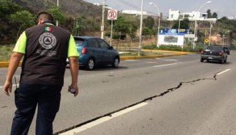 Grieta en Querétaro afecta puente vehicular de Prolongación Constituyentes