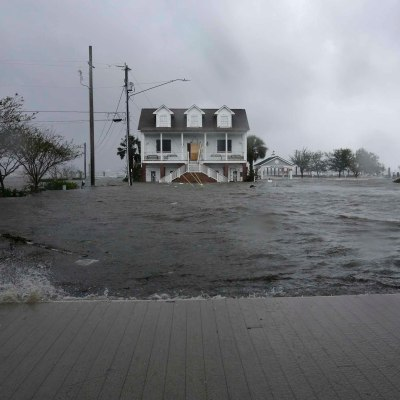 Florence se debilita a tormenta tropical; suman 4 muertos