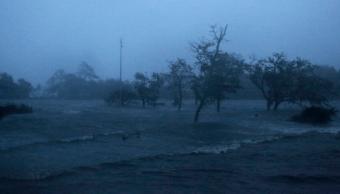 Huracán 'Florence' toca tierra en Carolina del Norte, EU