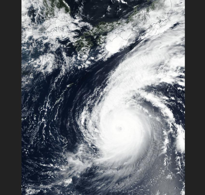 El tifón Jebi estrelló un buque contra un puente — Japón
