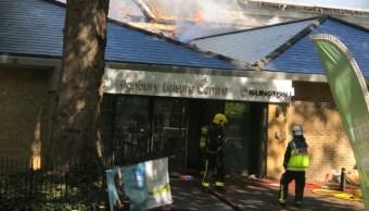 Incendio en Highbury en Londres es combatido por bomberos