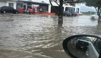 Lluvias en Saltillo, Coahuila, causa inundaciones y arrastra vehículos