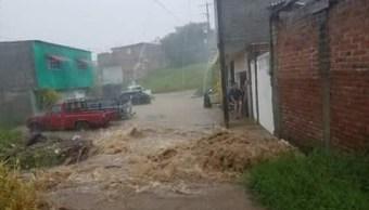 Clima Michoacán; desbordan dos ríos por lluvias en Los Reyes