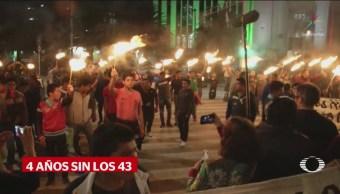 Familiares 43 Encienden Antorchas Antimonumento Reforma CDMX