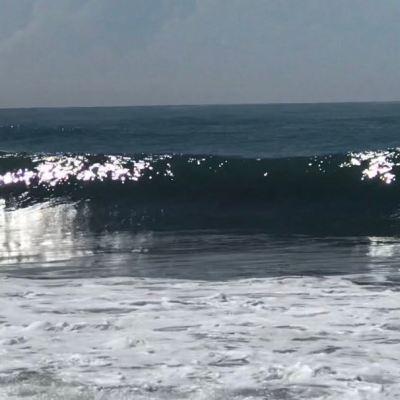 Mar de fondo provoca olas de hasta 4 metros en Manzanillo, Colima