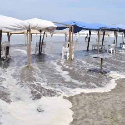 Mar de fondo provoca olas de hasta 4 metros de altura en Acapulco