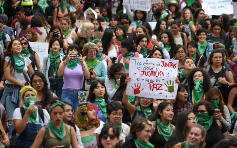 Contra el aborto marchan en la CDMX