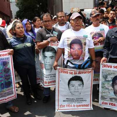 Fotos y video de la marcha por los 43 normalistas de Ayotzinapa 2018