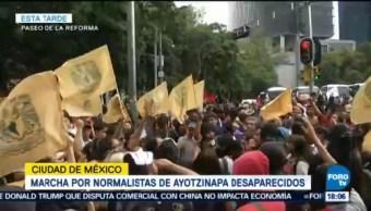 Marcha Normalistas Ayotzinapa Recorre Avenida Juárez CDMX