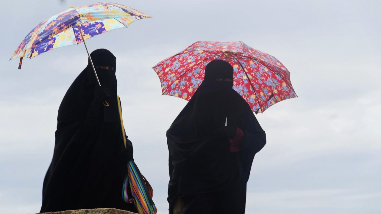 mujeres, sexo lésbico, azotes, malasia