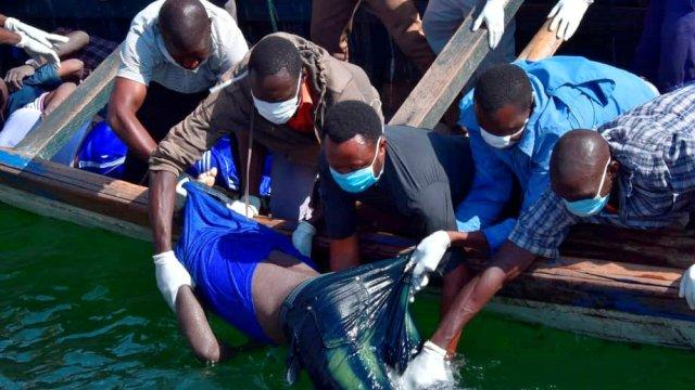 Suman 136 muertos en naufragio de ferry en Tanzania