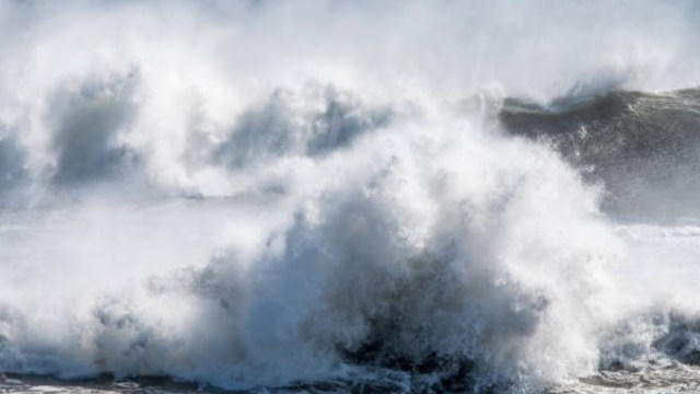 'Destructor' huracán Florence produce olas de 83 pies de altura