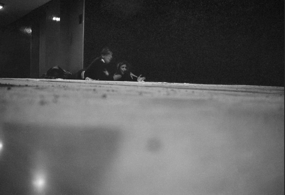 Oriana Fallaci y su intérprete quedaron en medio del tiroteo. (AP)