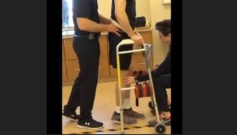 Parapléjico camina por implante de electrodo en columna