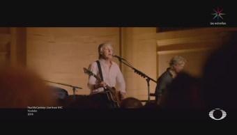 Paul McCartney sorprende con concierto en estación de trenes