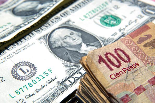Dólar cierra con ligera baja; se vende en 19.20 pesos