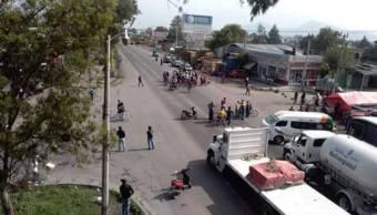 Pobladores de San Salvador Atenco bloquean Lechería Texcoco