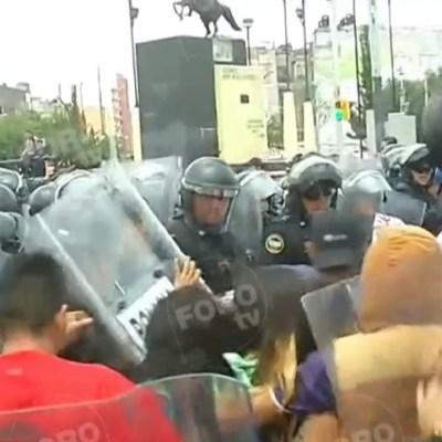 Se enfrentan comerciantes de Tepito con policías de la CDMX por operativos
