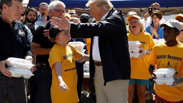Trump visita zonas devastadas por Florence; suman 37 muertos