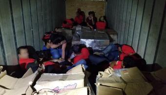 Rescatan a 55 migrantes hacinados en caja de tráiler en EU