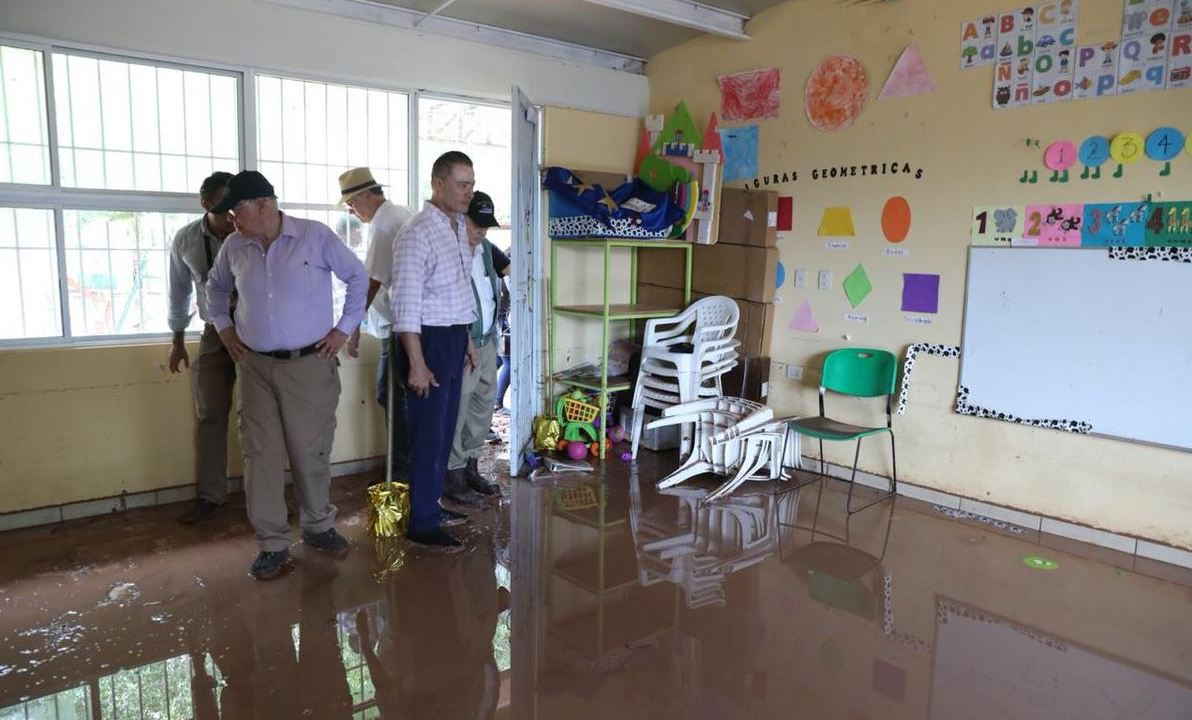 Secretarios evalúan daños en zonas afectadas por lluvias en Sinaloa