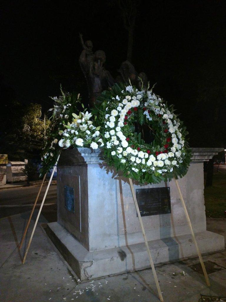 Colocan ofrendas en memoria de las víctimas del Colegio Rébsamen