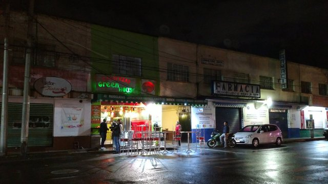 Taquería en San Pedro de los Pinos sufre robo