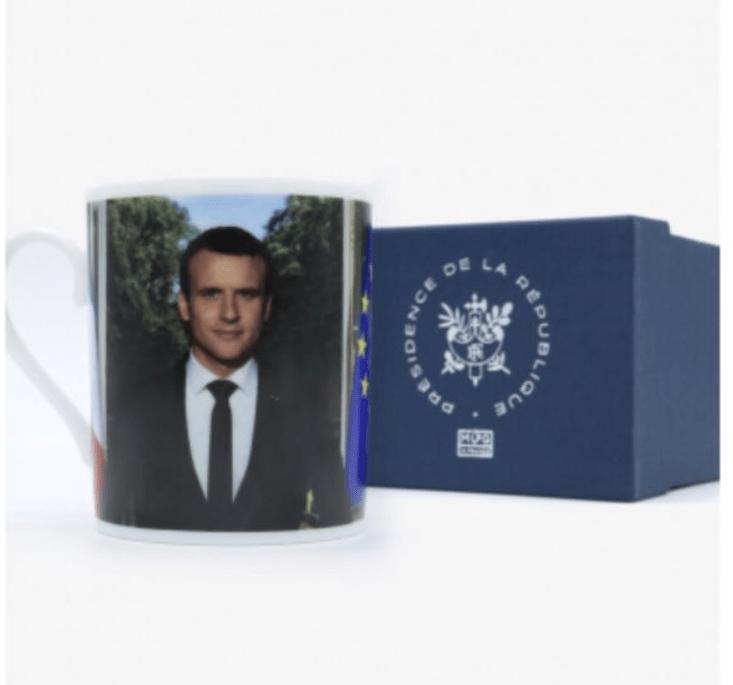 Una taza con la imagen de Macron está a la venta. (@cit_lambda)