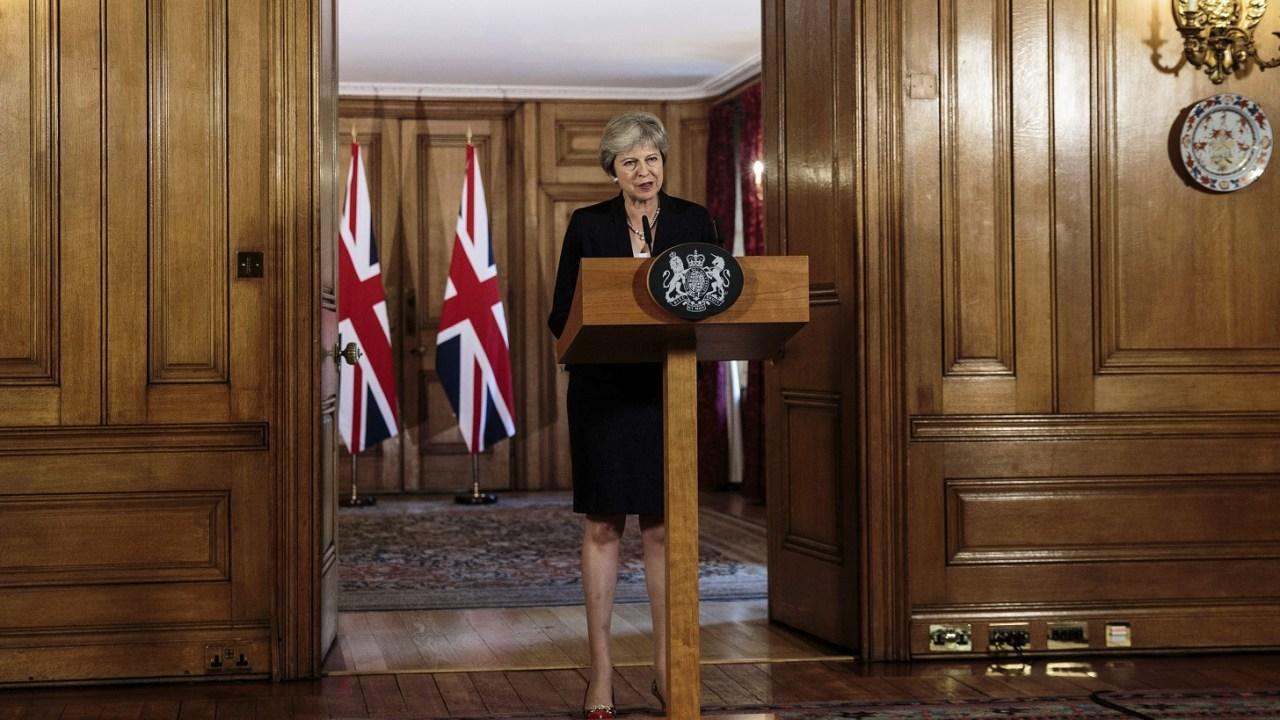 Brexit presiona a Theresa May con un plan b