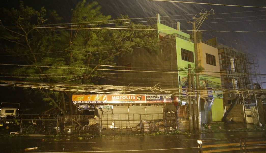 Tifón Mangkhut toca tierra en Filipinas