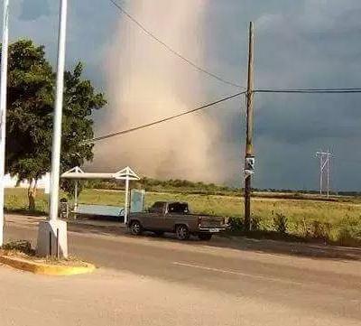 Tornado sorprende a habitantes de Navolato, Sinaloa