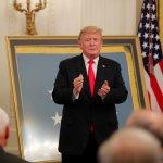 Trump firma decreto para sancionar injerencia extranjera