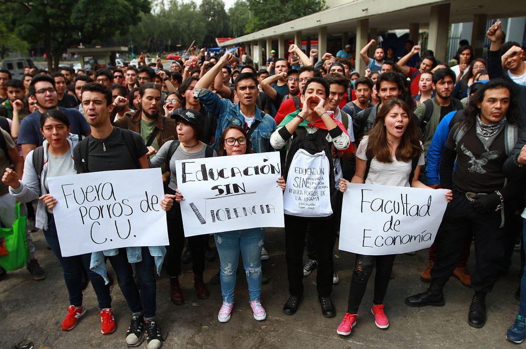 UNAM abre investigaciones por agresión de porros en Rectoría
