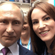 Gabriela Cuevas se toma selfie con Vladimir Putin