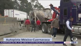 Vuelca camión que transportaba cemento autopista Cuernavaca