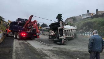 Vuelca tráiler en la autopista México-Cuernavaca