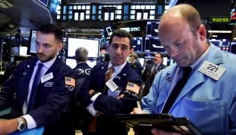 Wall Street cae, arrastra sector tecnológico y guerra comercial
